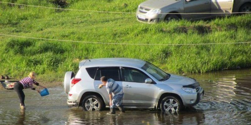 Штрафы за мытьё автомобилей в водоёмах увеличат в десятки раз