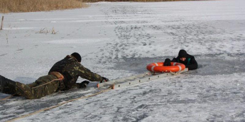 Инспекторы рыбоохраны спасли утопающего